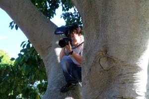 Le photographe de mariage le plus inventif / hardcore que j'ai jamais vu. Monter à l'arbre avec 4.000€ de matos photo ...