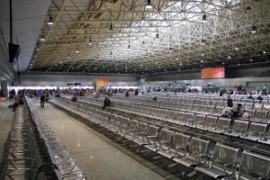"""Une salle d'attente de base, dans une gare """"secondaire"""" de Canton. Juste 2.000 sièges, quoi"""